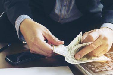 箕輪厚介の年収は1億!収入をアップさせるコツは本業と関連することを副業に。